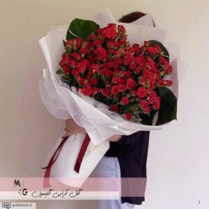 دسته گل هدیه رز قرمز1